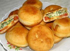 """Пирожки """"бомбочки"""" с помидорами и сыром http://www.anymenu.ru/pirozhki-bombochki-s-pomidorami-i-syrom/  Оригинальный рецепт очень вкусных пирожков с помидорами и сыром для всей семьи! Хрустящее тесто прекрасно сочетается с сочной начинкой: помидорами, сыром, чесноком и зеленью, очень вкусно как в горячем, так и в холодном виде."""
