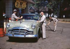 Attendants servicing an early fifties Packard at a service station! Vintage Cars, Vintage Photos, Antique Cars, Vintage Stuff, Classic Chevy Trucks, Classic Cars, Tires For Sale, Nostalgia, Pontiac