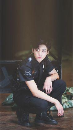 Jungkook 와 쉬벌 누가뭐래도 정구기는 쩔어때가 진심 말그대로 쩔엇다 ㅋㅋㅋㅋ 아...정국이가 근무하는 경찰서가 어디죠?
