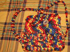 Mochila en lana realizado en ganchillo