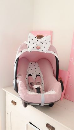 Infant Car Seats With Bow Child Safety Baby Girl Strollers, Baby Girl Car Seats, Baby Girl Items, Baby Necessities, Baby Essentials, Dream Baby, Baby Kind, Reborn Babies, Baby Accessories