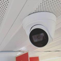 Images FHD Haute Qalité: Avec une résolution de 1920* 1080P,vous pouvez parfaitement enregistrer les moments de croissance de votre enfant et enregistrer les merveilleux moments de la famille et des animaux domestiques. Vision Nocture: 9 LEDs infrarouge 850nm vous permet de visionner une vision nocturne extra-claire pendant la nuit jusqu'à 30 pieds, vous offrez une très fluide et claire vidéo et image toute la nuit. Audio Bidirectionnel: Avec le microphone et le haut-parleur intégrés, vous pouve Camera Surveillance Wifi, Carte Sd, Nest Thermostat, Nocturne, Images, Night, Kid