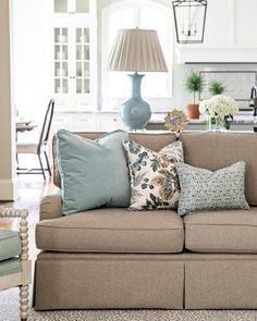 I like the color coordination of the lamp and accessories: Clary Bosbyshell Buckhead Atlanta Interior Designer - Cozy Living Rooms, My Living Room, Home And Living, Living Room Furniture, Living Room Decor, Modern Living, Best Living Room Design, Living Room Designs, Home Design Decor
