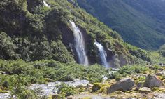 Glaciers meet rainforests and waterfalls... #franz #lush #green #autumn #norain #westcoast