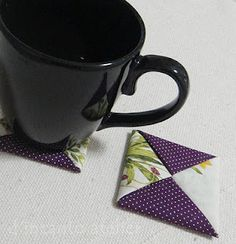d'incanto atelier... porta copos Origami, Crafty, Knitting, Tableware, Cup Holders, Pith Perfect, Atelier, Dinnerware, Tricot