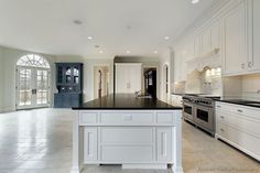 Traditional White Kitchen Cabinets #107 (Kitchen-Design-Ideas.org)