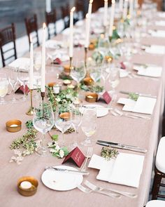 Marsala place cards and copper ink, loved this combo from a beautiful wedding last Autumn! Photo by @darcybenincosa & Florals by @tingefloral