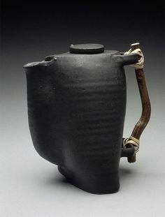 Fallis Elliot, gotta rep those awesome ceramicists.Anne Fallis Elliot, gotta rep those awesome ceramicists. Ceramic Teapots, Ceramic Clay, Ceramic Pottery, Kintsugi, Teapot Design, Teapots Unique, Keramik Vase, Ceramic Techniques, Pottery Sculpture