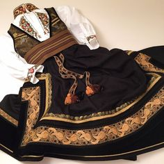 Folk Costume, Costumes, Sons Of Norway, Norwegian Clothing, Folk Clothing, Game Clothing, Scandinavian Art, Traditional Outfits, Louis Vuitton Speedy Bag