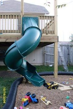 Love this idea of putting a slide off the deck for the kids!!!  Think of how much fun they'd have (& how much energy they'd burn) sliding down and running back up.  :)