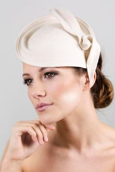 Laurel is a felt leaf cocktail hat and is made from beautiful ivory high quality peachbloom felt. This bridal saucer hat is hand formed into shape and finished with a wired edge and bound with ribbon then decorated with this organic ivory leaf shape design. For use as a bridal hat, the hat can be made with a birdcage veil, which is also removable (image 4 & 5). You can view more veils in my new bridal shop on Etsy here: https://www.etsy.com/uk/shop/MaggieMowbrayBRIDAL  The hat can also be…