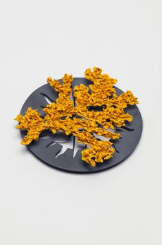 Kate Bajic Brooch: Sunburst, 2014 Oxidised silver, porcelain, paint x x Jewelry Crafts, Jewelry Art, Jewelry Design, Contemporary Jewellery, Contemporary Art, Piercings, Precious Metal Clay, Enamel Jewelry, Silver Jewelry