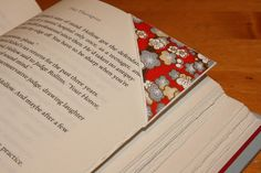 like to read as much as i do? make these adorable book marks from I Could Make That. not only do they make your favorite books look beautiful, they also make great gifts. click here for further dir…