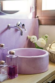 sink and lavender tadelakt. Purple Bathrooms Designs, Bathroom Designs, Bright Bathrooms, Feminine Bathroom, Eclectic Bathroom, Color Lavanda, Lavender Bathroom, Mauve Bathroom, Pastel Bathroom