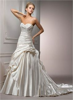 Maggie Sottero – Venice Sample Gown for Sale.  Size 10 Alabaster in Great Condition. Regular Price $1998 on Sale for $900.  chantillyplace.net