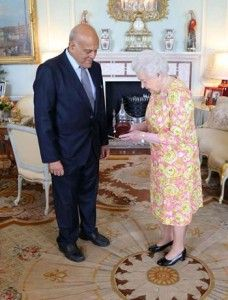 Queen Elizabeth II receives Sir Magdi Yacoub - Description of Egypt