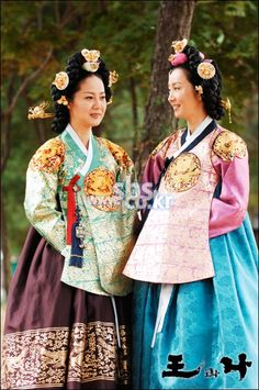 The King and I (Hangul: 왕과 나; hanja: 王과 나;RR: Wanggwa Na) is a South Korean historical drama series that aired on SBS. Starring Oh Man-seok, Ku Hye-sunand Go Joo-won.  정희왕후 윤씨 양미경  인수대비 전인화