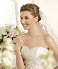 DENIA » Wedding Dresses » 2013 Costura Collection » La Sposa (close up)