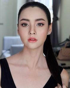 wedding makeup asian Ideas For Makeup Asian Bridal Make Up Simple Bridal Makeup, Asian Wedding Makeup, Wedding Makeup Tips, Natural Wedding Makeup, Simple Makeup, Natural Makeup, Bride Makeup Asian, Natural Lips, Natural Hair