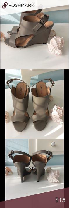 just fab gray wedges size 71/2 New without box. JustFab Shoes Wedges