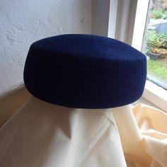 60s vintage navy pillbox felt hat.