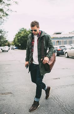 | WEARING | : WHITE T-SHIRT | DENIM JEANS | PLAID BUTTON DOWN | GREEN JACKET | LEATHER BAG | SUNGLASSES | DESERT BOOT Boots aren't just about trudging through the snow. They are a must for m…