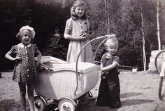 Vintage Children Photos, Baby Buggy, Pram Stroller, Vintage Art, Vintage Kids, Baby Carriage, Prams, Baby Kind, Sweden
