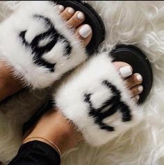 black n white Chanel slides Chanel Outfit, Chanel Shoes, Chanel Sandals, Cute Shoes, Me Too Shoes, Chanel Slippers, Fluffy Slides, Shoe Closet, Fur Slides