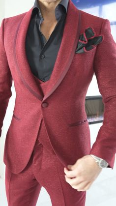 Suit Fashion, Male Fashion, Modern Fashion, Fashion Looks, Dinner Jackets, Kurta Men, Smoking Jacket, Red Suit, Formal Suits