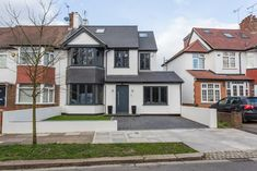 Whitton drive de gk architects ltd moderno | homify Style At Home, Rendered Houses, House Extension Design, Extension Ideas, 1930s House Extension, Garage Extension, Home Exterior Makeover, British Home, House Extensions