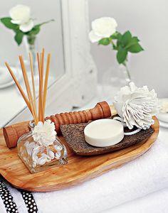 Um kit relaxante e perfumado no banheiro completa o dia de mimos
