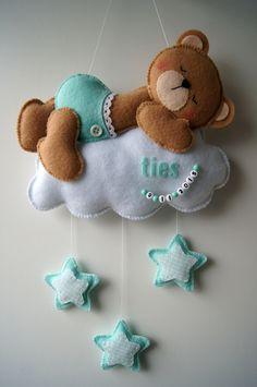 Handmade by JoHo - beer op wolk van vilt en stof
