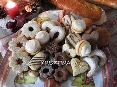 Linzer karika, Mandulás és diós vaníliás kifli, csokis kókuszos tallér, kakaós linzer, fahéjas tallérok, preckedli, mézes puszedli és az elmaradhatatlan non plus ultra Dessert Recipes, Desserts, Stuffed Mushrooms, Food And Drink, Cookies, Baking, Vegetables, Christmas, Dios