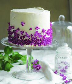 Zitronen-Joghurt-Torte mit Fliederblütensirup
