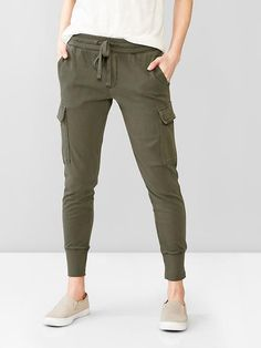 Cargo jogger pants Thes look so comfortable! Casual Outfits, Summer Outfits, Cute Outfits, Fashion Outfits, Womens Fashion, Women's Casual, Style Fashion, Sporty Fashion, Mod Fashion