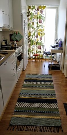 Puuvillan kesyttäjä: Ruusukasmatto Weaving, Rugs, Inspiration, Home Decor, Kilim Rugs, Tejidos, Creative, Farmhouse Rugs, Biblical Inspiration