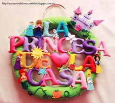 La princesa de la casa, nombre de fieltro con princesas y castillo, Princess of house, name felt with princess and castle http://accesoriosdulcescaramelos.blogspot.com.es/2015/02/la-princesa-de-la-casa-paula.html