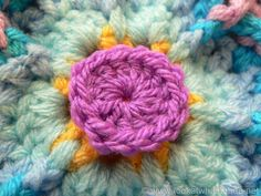 Block 33 of the Block a Week CAL 2014 is Chris Simon's super easy Flower Burst Square. Photo tutorial done with kind permission. Crochet Square Patterns, Crochet Squares, Double Knitting, Double Crochet, Yarn Sizes, Square Photos, Photo Tutorial, Knitting Yarn, Crochet Hooks