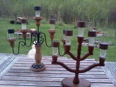 Solar light candelabra for a deck table Luz Solar, Solar Lamp, Solar Lights, Garden Crafts, Garden Projects, Garden Art, Diy Projects, Outdoor Crafts, Outdoor Projects