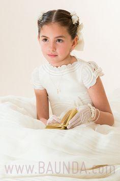 Ale luce uno de nuestros vestidos de comunión en México Nos lo encargó este vestido de comunión de hannibal laguna su mamá a través de nuestra tienda online http://www.baunda.com