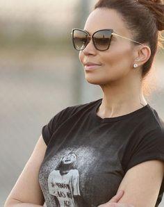 Elegância e sofisticação com #Dita ✨ Amamos a escolha de look da cantora @solalmeidaa  #oticaswanny