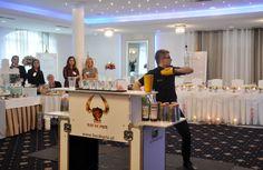 Pokaz barmański firmy Bar de Prixe. #bartender #bar #targiślubne #wedding
