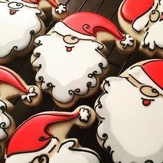 Now that's a cute Santa! #SweetTcakes #decoratedcookies #edibleart #targetfind #ihaveasantacutter #santaclaus #santacookies #santacookie #christmascookies