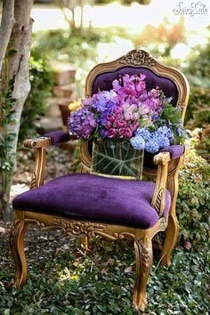 THE purple chair with gold frame. Container with purple tulips, hyacinth The Purple, All Things Purple, Shades Of Purple, Purple Stuff, Colour Shades, Purple Tulips, Purple Hues, Purple Furniture, Unique Furniture