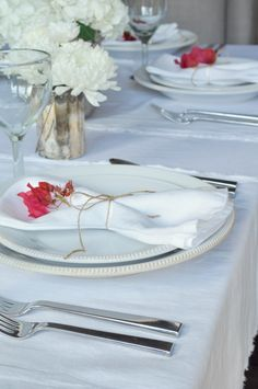 Style Your Place Settings with Flowers - Decor Gold Designs