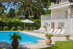 This villa this villa includes, a heated swimming pool, an outside kitchen-barbeque and gazebo