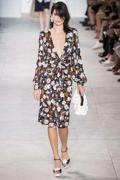 Les fleurs ont envahi la Fashion Week de New York mercredi, cultivées de deux…