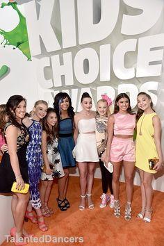 Look at those sneakers jojo is wearing 😂 Dance Moms Chloe, Dance Moms Dancers, Dance Mums, Dance Moms Girls, Kids Choice Awards, Nickelodeon Awards, Dance Moms Comics, Brynn Rumfallo, Hello Kitty Dress