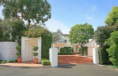 Private entrance to gated Estate, parking for many cars or Valet parking fo even