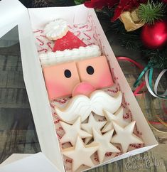 How perfect is this Build a Santa set for gifting or your holiday dessert! I'm having fun playing around with Christmas preorder samples… Christmas Sugar Cookies, Christmas Sweets, Noel Christmas, Christmas Goodies, Holiday Desserts, Holiday Cookies, Christmas Baking, Decorated Christmas Cookies, Santa Cookies